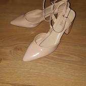 Красивые туфли р.37