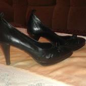 Нові шкіряні туфлі,  дуже зручні і гарні на ніжці