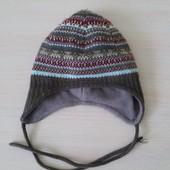 Теплая вязаная шапка на флисе