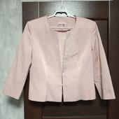 Фирменный красивый пиджак-кардиган в отличном состоянии р.16