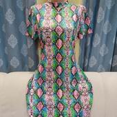 Платье по фигуре оригинальной расцветки, размер L