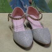 Очень красивые туфельки,ткань люрекс, стелька 22