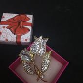 Готовим подарочки! Красивая, яркая брошь,, Тюльпан'', украшена цирконами, высота 5.5см,ширина 3.5см