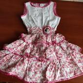 Платье на 2-3 года идеальное состояние.