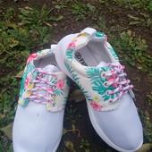 мягкие ,удобные и очень легкие кроссовки.последние размеры.можно как сменная обувь или на физкультур
