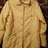 Демисезонная легенькая курточка.