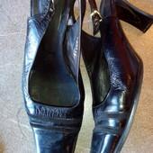 Чёрные √√ симпатичные туфельки хорошее состояние..,.