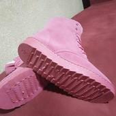 Зимние женские ботинки с мехом  розового цвета замшевые