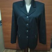 Класичний чорний піджак із замочками, стан нового