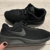 Отличные кроссовки Nike оригинал 36,5 размер стелька 23,5 см