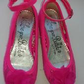 Красивейшие яркие нарядные фирменные туфельки George в идеальном состоянии, стелька 18 см.