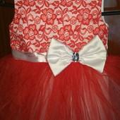 Шикарное платье на малышку 2-3 лет, состояние идеальное