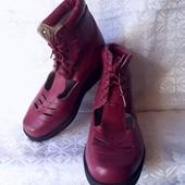 Новые,из натуральной кожи,ортопедические ботиночки.По стельке 23,5 см.