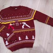 Тепленький свитерок на 9-10лет,в состоянии новой вещи.