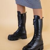 Фирменные зимние сапоги на тракторной подошве и шнуровке полностью натуралка р.39-40 обуты один раз