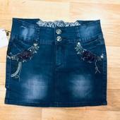 Красивая джинсовая юбка с бархатными розами. Фирма L&D.