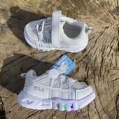 Кроссовки деткам р21-24 мигающая подошва