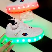 Последние!!!Кроссовки с led подсветкой, usb зарядка, размеры 26-16,7см!