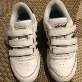 Кросівки Adidas розмір 30 стелька 18 см
