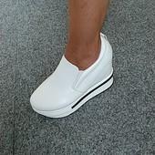 Шикарные кроссовки на танкетке 22,5 см по стелькельке