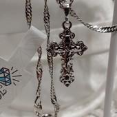 очень красивый и нежный, небольшой крестик с распятием, родий