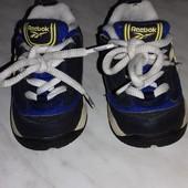 Фирменные кроссовки в отличном состоянии.Размер- 19,5 стелька- 12 см.