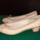 Полностью кожаные лакированные туфли Minelli, ориг. Италия, разм. 36 (23,5 см внутри). Сост. отличн!