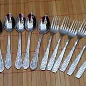12 предметов: 6 ложечек + 6 вилочек. Очень красиво смотрятся