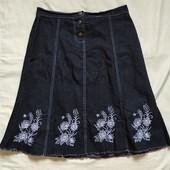 Джинсовая юбка с вышивкой,L