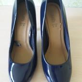 Шикарные лаковые туфли лодочки синего цвета