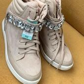 Розпродаж, снікерси, черевики, кросівки