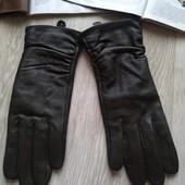 Темно зелёные кожаные перчатки