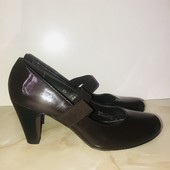 Лаковые туфли, стелька 24,5 см. Высота каблука 7 см.