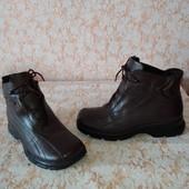 Добротні шкіряні черевичкі бренда Juliet Trek Tex,p 39 ст 25 см,нові,сток