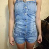 Стильный джинсовый комбинезон 10/38 размера.
