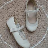 Белие туфли next