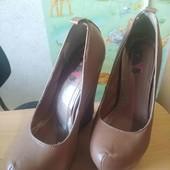 шикарные туфли на высокой платформе. идеальное состояние.