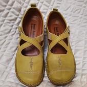 Полностью кожаные туфли, мокасины,25 см стелька, р. 39, покупала за 2600 грн. Как новые, одеты 1 раз