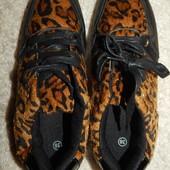 женские кроссовки с леопардовым мехом. Нюанс