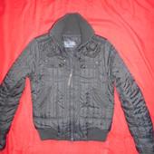 Демисезонная курточка на синтепоне .размер М.в отличном состоянии.