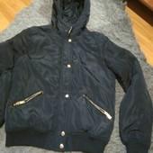 Шикарная курточка на размер евро 36 с капюшоном.Деми