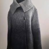 78% шерсть. Стильное теплое и легкое пальто панчо ,оригинальный серый цвет омбре