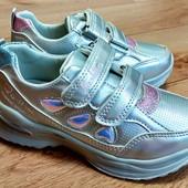 Стильные кроссовки для девочек.