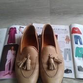 Бежевые туфли лоферы