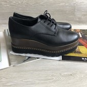 Закрытые чёрные туфли