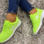 Легкие женские кроссовки