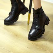 Оригінальні чорні шкіряні зимові черевики
