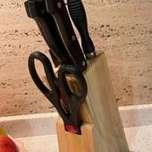 Набор ножей на удобной подставке!! Лезвия толстые, ножи острые!! Качество бомбовское!!