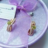 Новинка!!!Очаровательные очень нежные серьги с салатовым кристаллом+ фианиты позолота 585 пробы