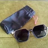 Фирменные новые красивые солнцезащитные очки+чехол